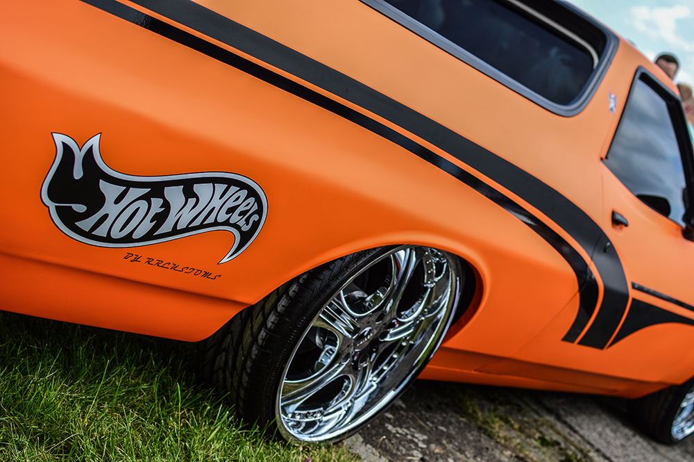 pomarańczowe auto